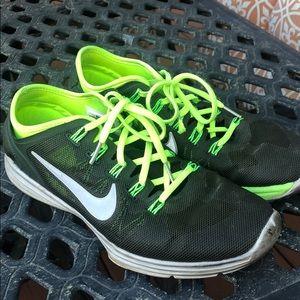 Nike women's neon green black Sz 8 sneakers